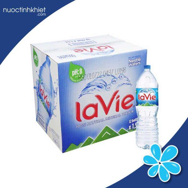 Thùng nước uống Lavie 1.5L